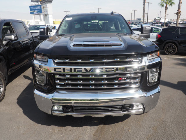 2021 Chevrolet Silverado 2500 Crew Cab 4x4, Pickup #64323 - photo 3