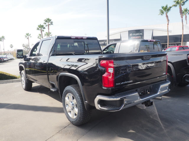 2021 Chevrolet Silverado 2500 Crew Cab 4x4, Pickup #64323 - photo 2