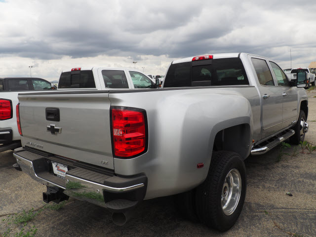 2018 Silverado 3500 Crew Cab, Pickup #78313 - photo 2