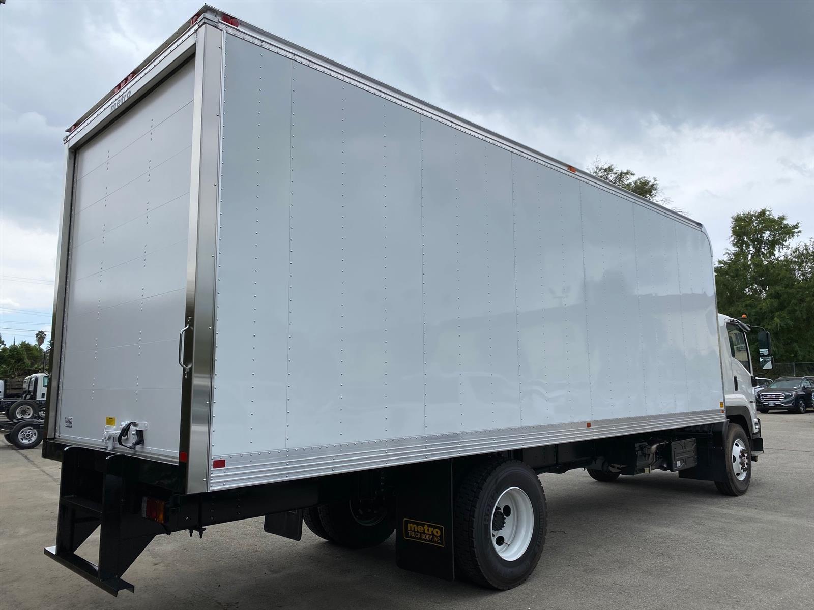 2020 Isuzu FTR Regular Cab 4x2, 26' Aluminum Van Body #T49293 - photo 1