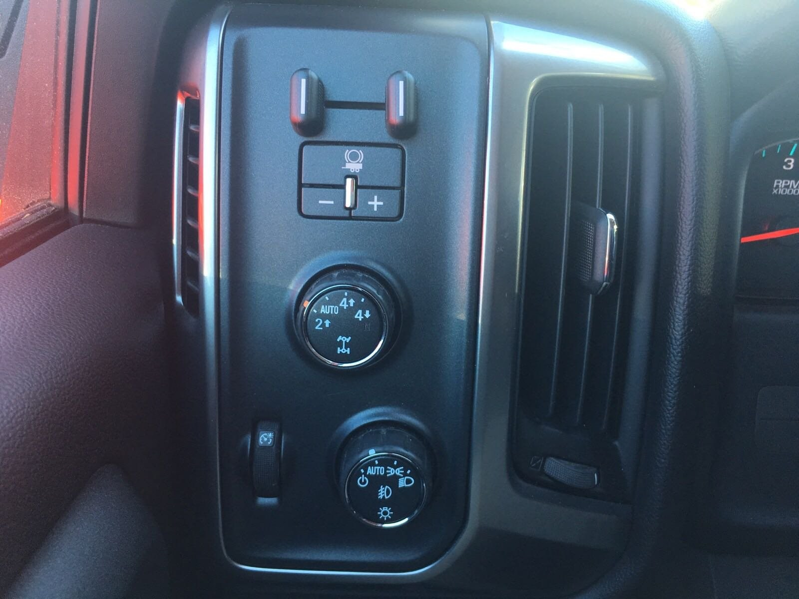 2015 Silverado 1500 Crew Cab 4x4,  Pickup #T0681A - photo 24