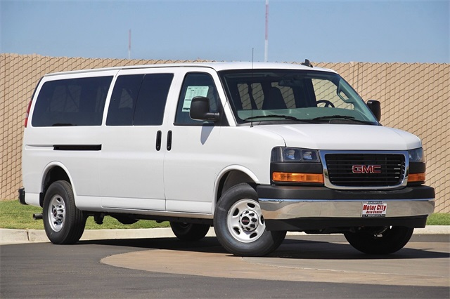 2020 GMC Savana 3500 4x2, Passenger Wagon #G200889 - photo 3