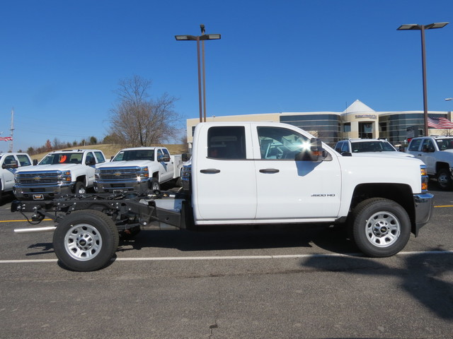 2017 Silverado 3500 Double Cab 4x4, Cab Chassis #FK1341 - photo 3