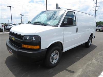 2018 Express 2500 4x2,  Empty Cargo Van #J1245729 - photo 1