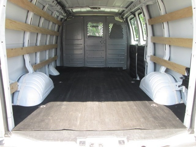 2017 Savana 2500,  Empty Cargo Van #10670T - photo 4