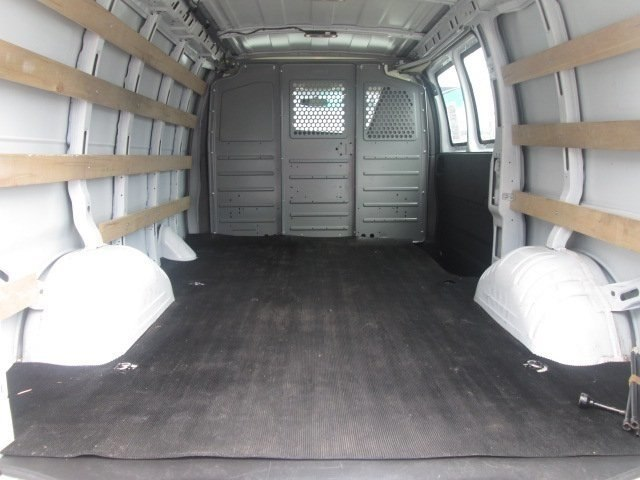 2017 Savana 2500,  Empty Cargo Van #10716T - photo 4