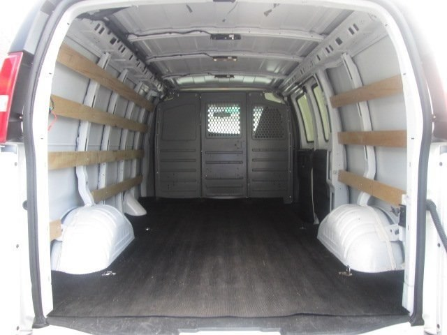 2017 Savana 2500,  Empty Cargo Van #10718T - photo 3