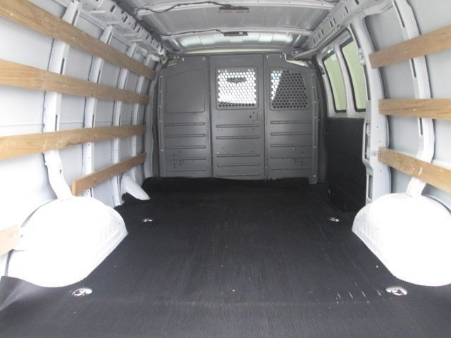 2017 Savana 2500,  Empty Cargo Van #10750T - photo 3