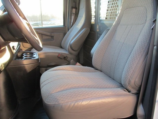 2017 Savana 2500,  Empty Cargo Van #10776T - photo 11