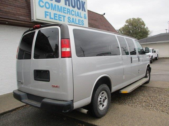 2015 GMC Savana 3500 4x2, Passenger Wagon #11281T - photo 1