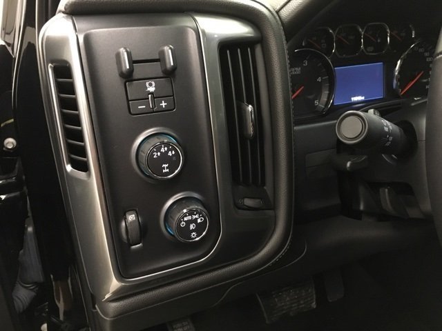 2016 Silverado 3500 Crew Cab 4x4, Pickup #15258P - photo 18