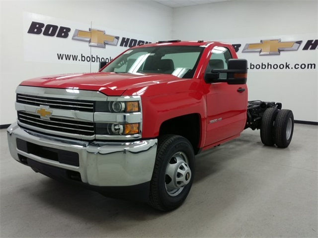 2017 Silverado 3500 Regular Cab 4x4, Cab Chassis #170672 - photo 5