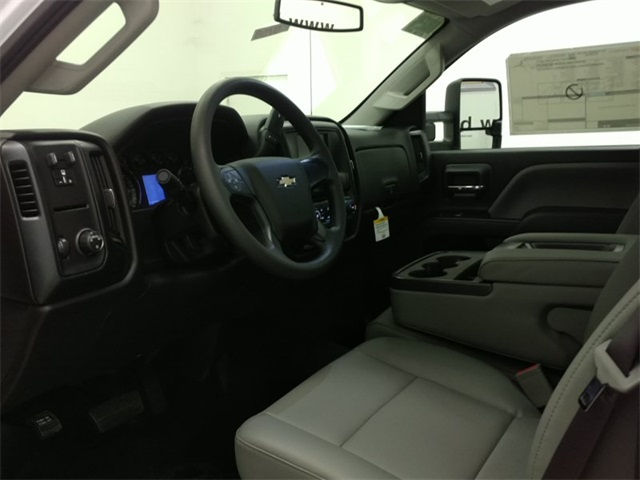 2017 Silverado 3500 Regular Cab, Cab Chassis #170758 - photo 9