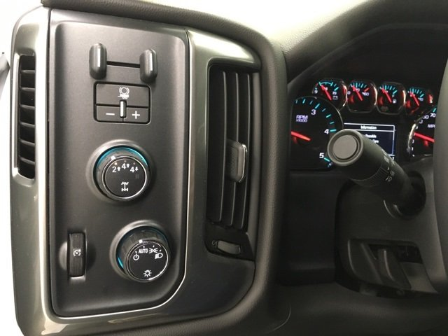 2018 Silverado 2500 Crew Cab 4x4 Pickup #180349 - photo 17