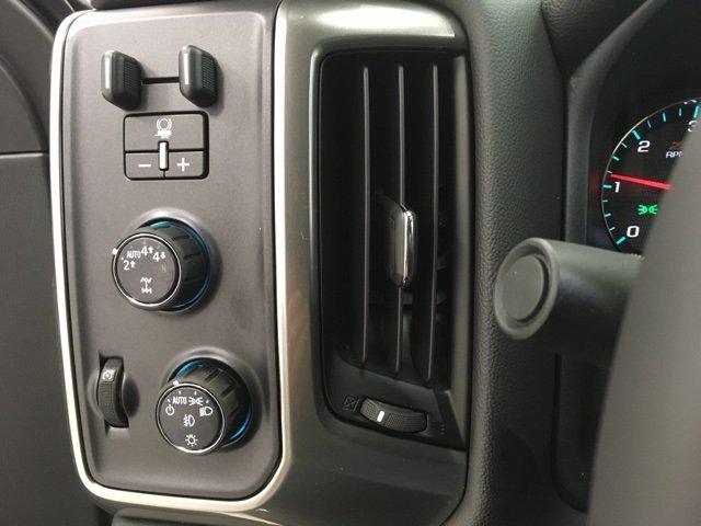 2018 Silverado 1500 Crew Cab 4x4, Pickup #180612 - photo 15