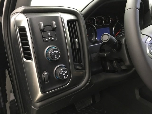 2018 Silverado 1500 Crew Cab 4x4, Pickup #180730 - photo 12
