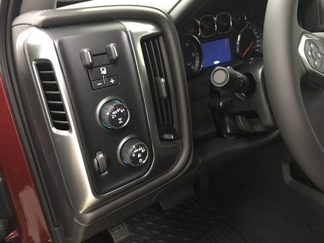 2018 Silverado 1500 Crew Cab 4x4,  Pickup #181034 - photo 18