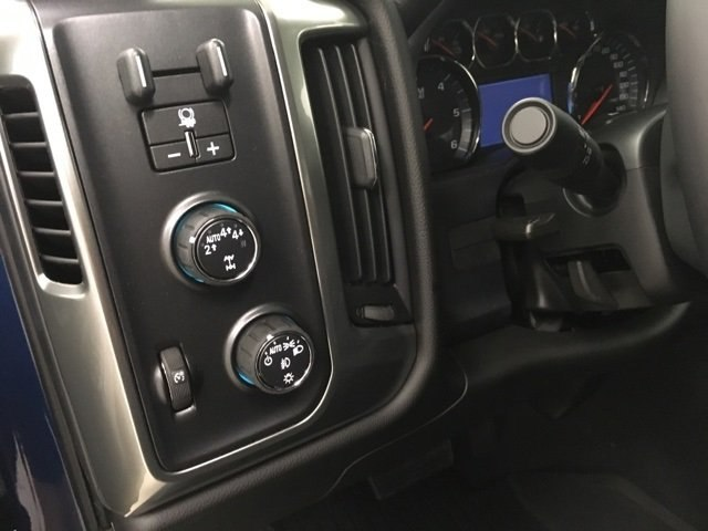 2018 Silverado 1500 Crew Cab 4x4,  Pickup #181036 - photo 18
