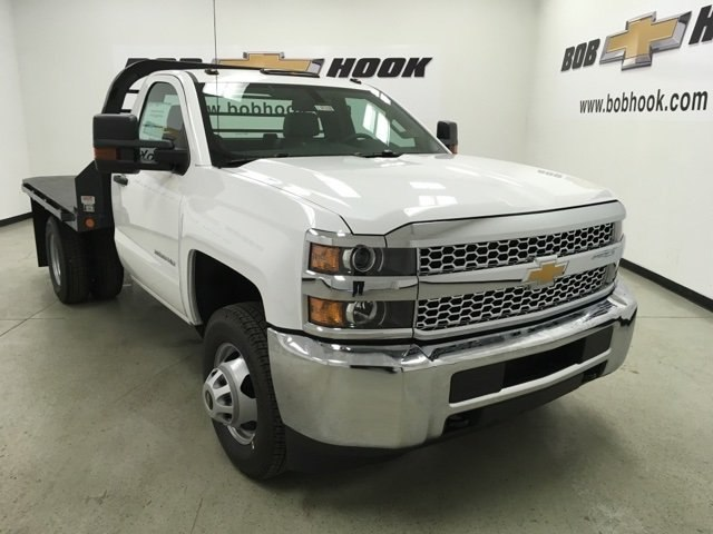 2019 Silverado 3500 Regular Cab DRW 4x4,  Reading Platform Body #190183 - photo 3