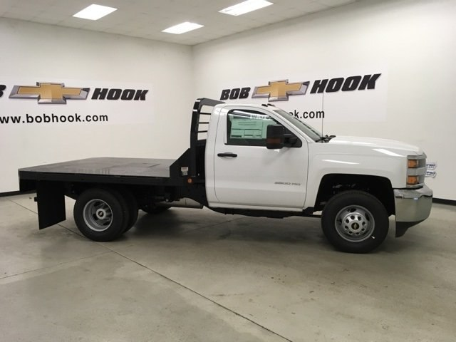 2019 Silverado 3500 Regular Cab DRW 4x4,  Reading Platform Body #190183 - photo 4