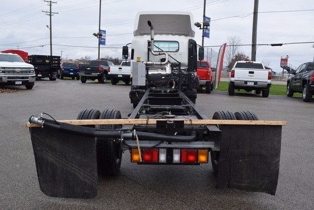 2017 Low Cab Forward Regular Cab, Cab Chassis #37452 - photo 5