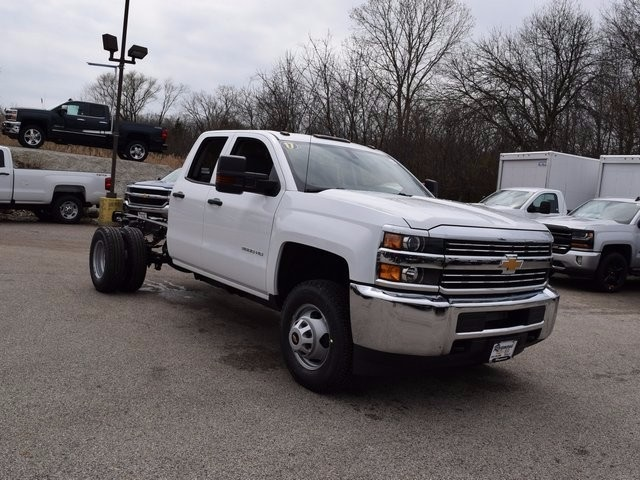 2017 Silverado 3500 Double Cab 4x4, Cab Chassis #38044 - photo 3