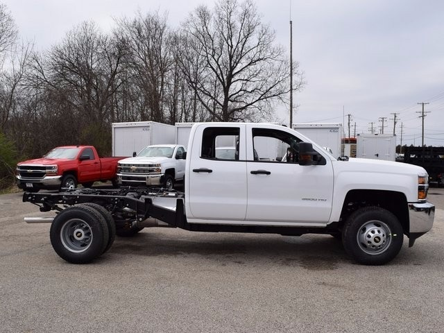 2017 Silverado 3500 Double Cab 4x4, Cab Chassis #38044 - photo 4