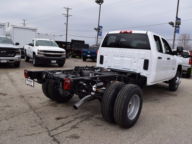 2017 Silverado 3500 Double Cab 4x4, Cab Chassis #38044 - photo 5