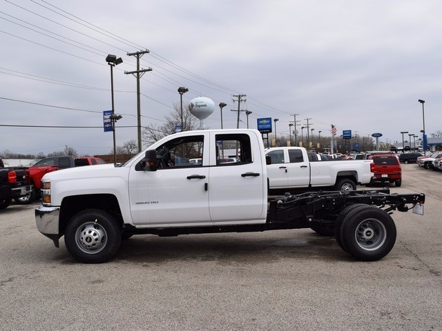 2017 Silverado 3500 Double Cab 4x4, Cab Chassis #38044 - photo 7