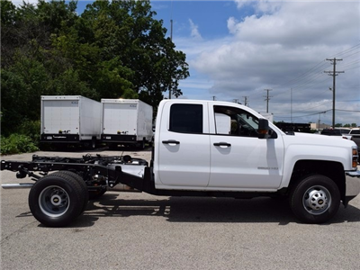 2017 Silverado 3500 Double Cab Cab Chassis #38426 - photo 3