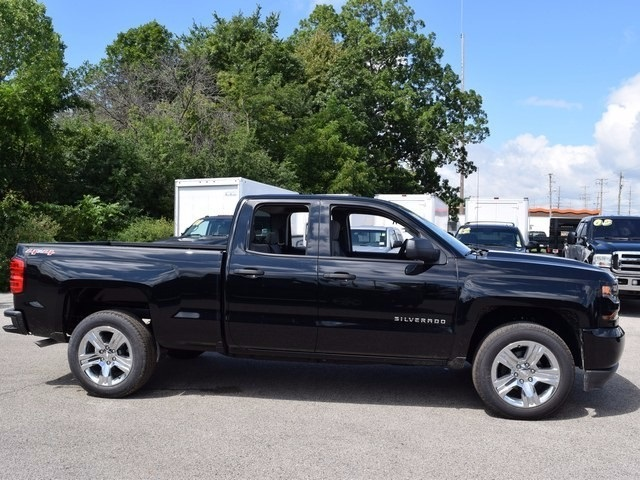 2017 Silverado 1500 Double Cab 4x4 Pickup #38490 - photo 3