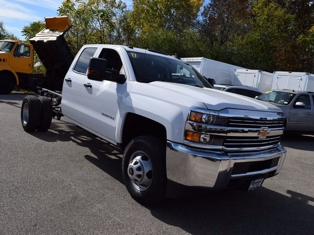 2017 Silverado 3500 Double Cab 4x4 Cab Chassis #38921 - photo 9