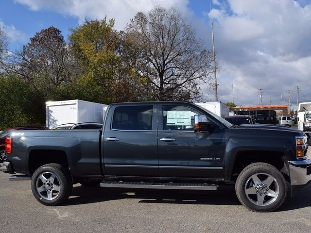 2018 Silverado 2500 Crew Cab 4x4 Pickup #38944 - photo 3