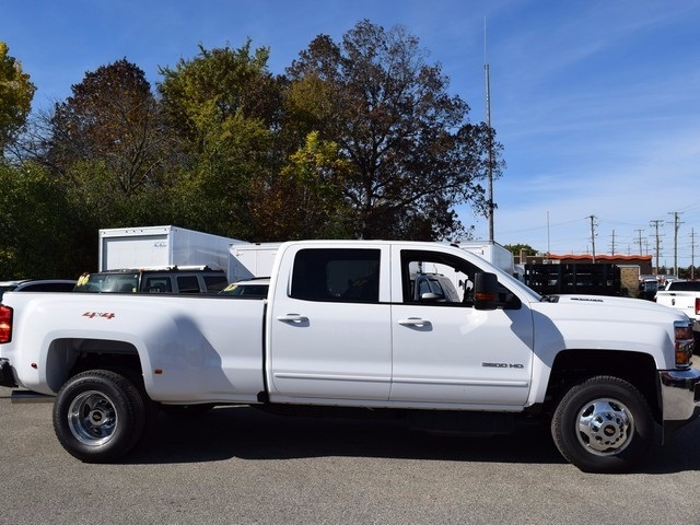 2018 Silverado 3500 Crew Cab 4x4 Pickup #38952 - photo 3
