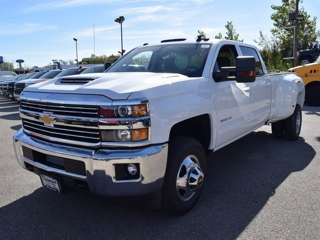 2018 Silverado 3500 Crew Cab 4x4 Pickup #38952 - photo 9
