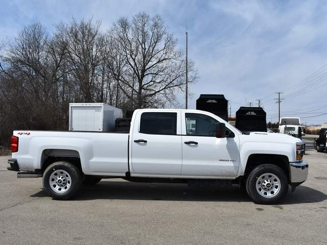 2018 Silverado 3500 Crew Cab 4x4,  Pickup #39736 - photo 3