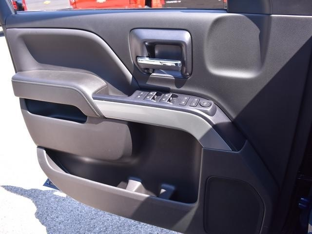 2018 Silverado 1500 Crew Cab 4x4,  Pickup #39900 - photo 32