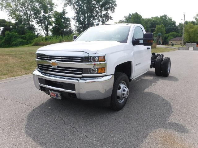 2017 Silverado 3500 Regular Cab 4x4, Cab Chassis #17758 - photo 4