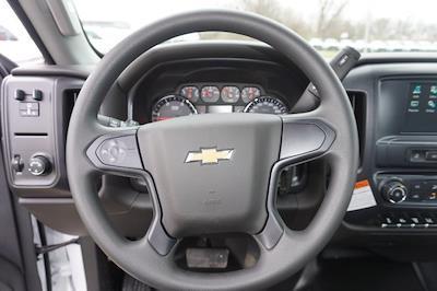 2020 Chevrolet Silverado 5500 Regular Cab DRW 4x2, Knapheide PGNB Gooseneck Platform Body #20518 - photo 17