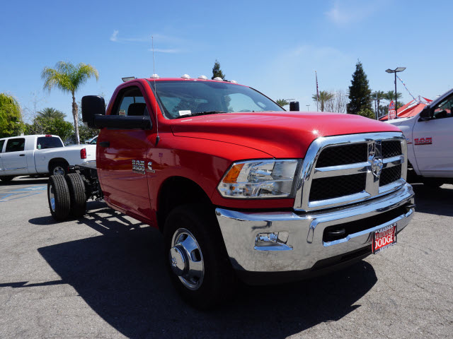 2015 Ram 3500 Regular Cab DRW, Cab Chassis #B57600 - photo 4