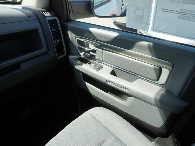 2016 Ram 3500 Regular Cab, Royal Service Body #B58490 - photo 15