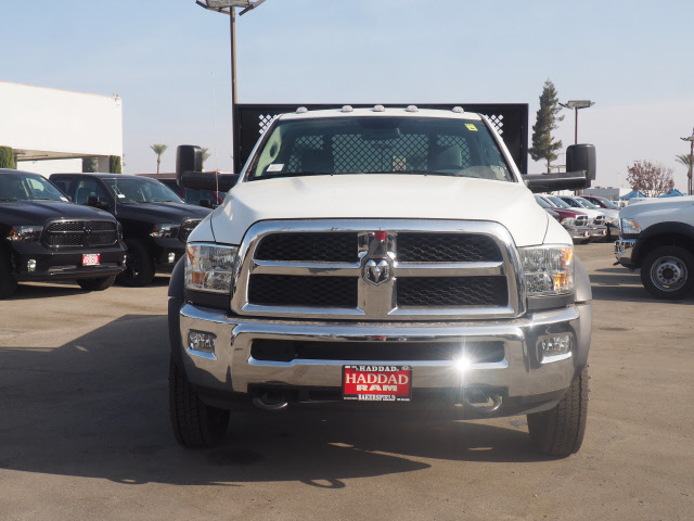 2017 Ram 5500 Regular Cab DRW 4x4 Platform Body #B59397 - photo 3