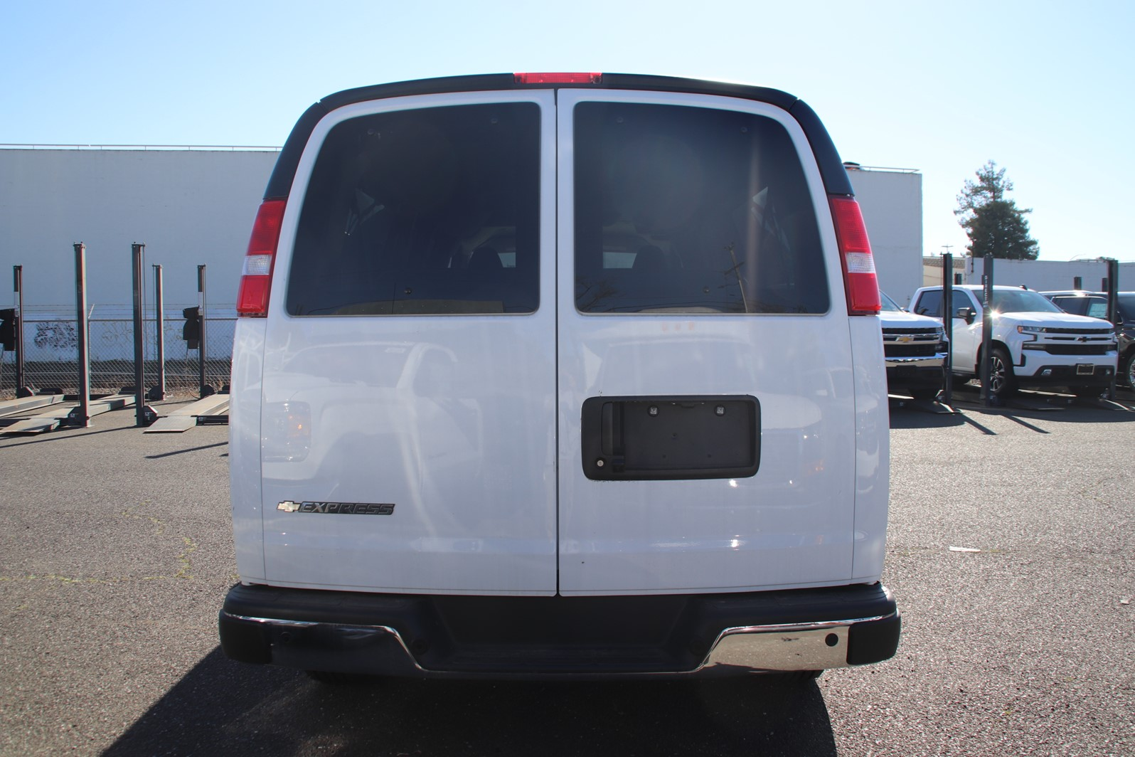 2019 Chevrolet Express 3500 RWD, Passenger Wagon #C01901 - photo 5