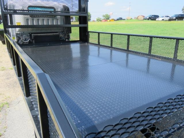 2017 LCF 4500HD Regular Cab 4x2,  Pinto Metal Fabrication Dovetail Landscape #M002076 - photo 6