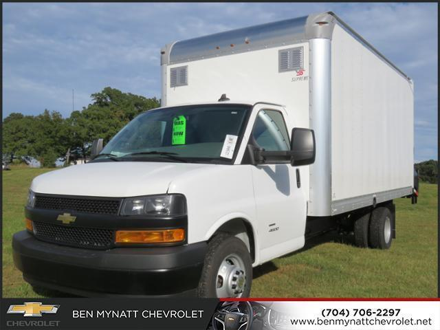 2018 Chevrolet Express 4500 4x2, Supreme Cutaway Van #M006257 - photo 1
