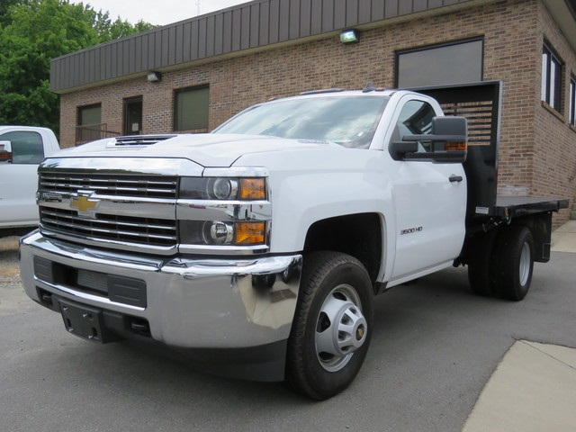 2018 Silverado 3500 Regular Cab DRW 4x2,  Knapheide Platform Body #M197289 - photo 3