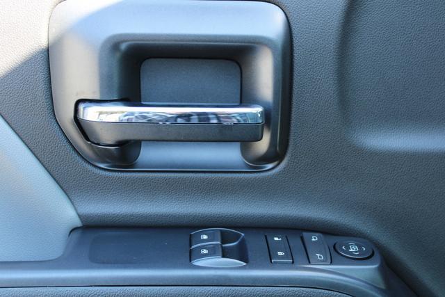 2020 Chevrolet Silverado 5500 Regular Cab DRW 4x2, Platform Body #M364663 - photo 18