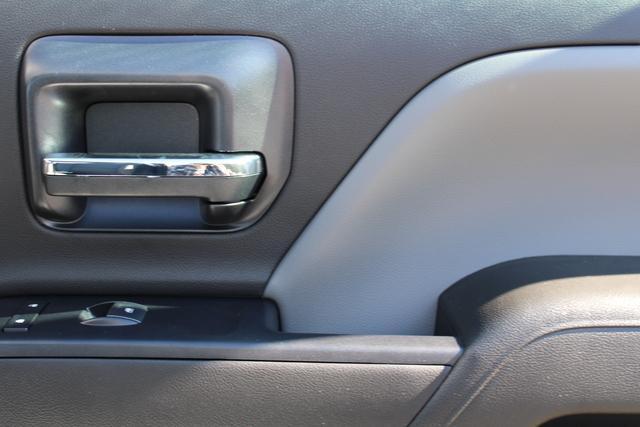 2020 Chevrolet Silverado 5500 Regular Cab DRW 4x2, Platform Body #M364663 - photo 22