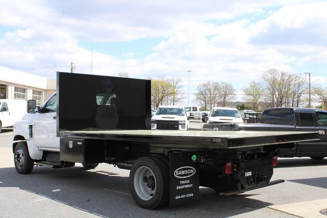 2020 Chevrolet Silverado 5500 Regular Cab DRW 4x2, Platform Body #M364663 - photo 3