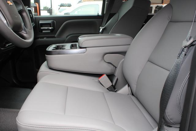 2020 Chevrolet Silverado 4500 Crew Cab DRW 4x2, Knapheide PGNB Gooseneck Platform Body #M590730 - photo 15